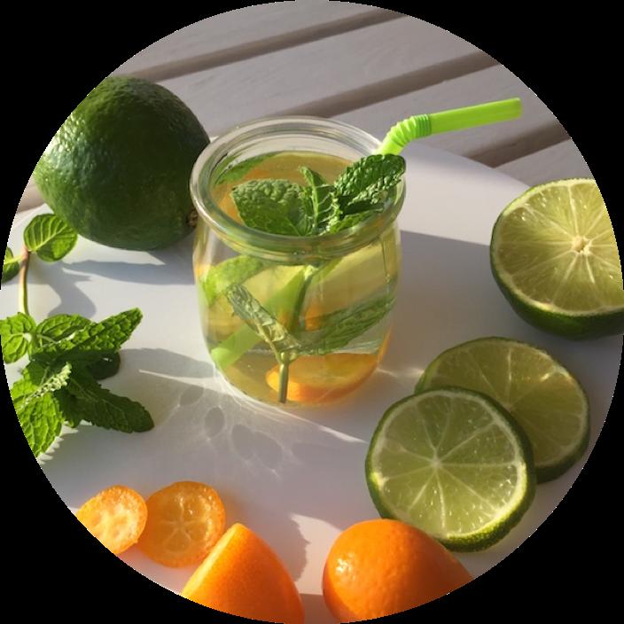 Bebida con lima y kumquat
